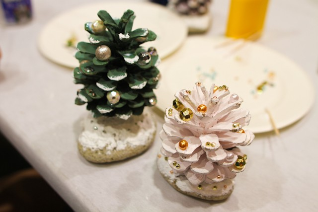 diy-pinecone-christmas-tree-23